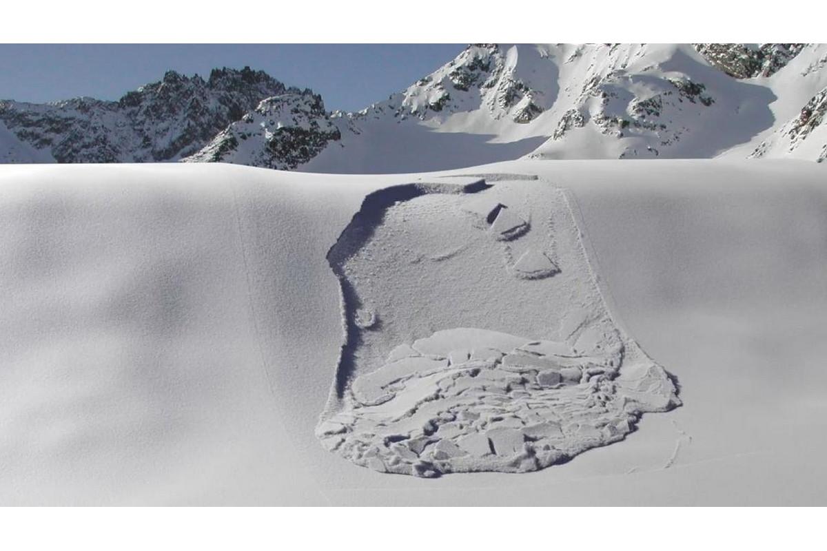 Снежные лавины: как образуются, почему происходят и защита от них