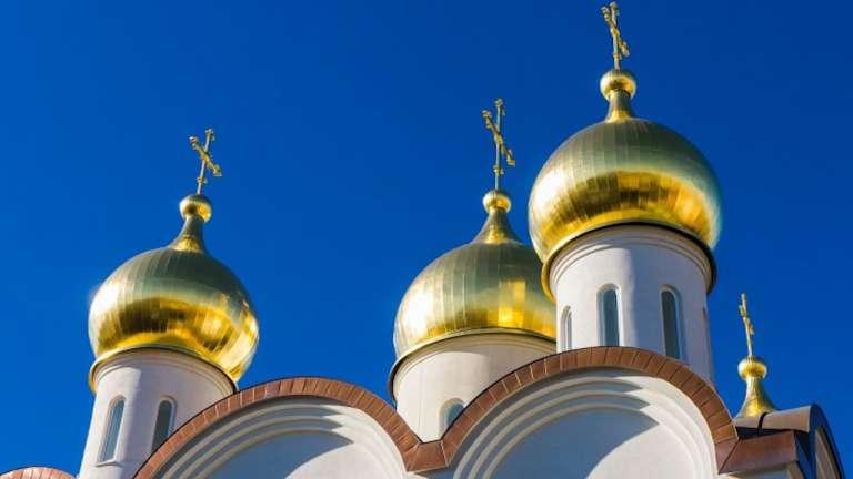 День святой троицы. празднование и народные традиции -  биографии и справки - тасс