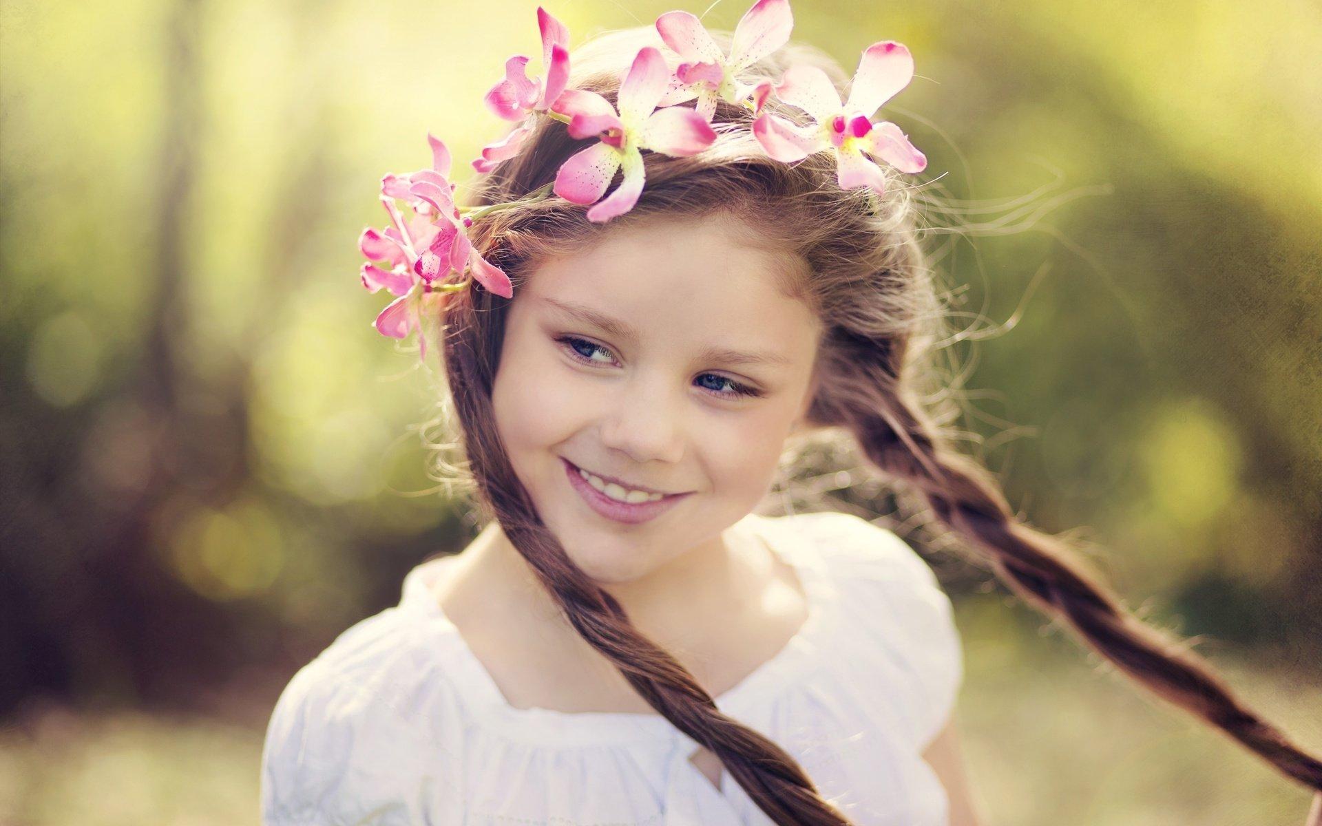Воспитанная девочка – очарование скромности