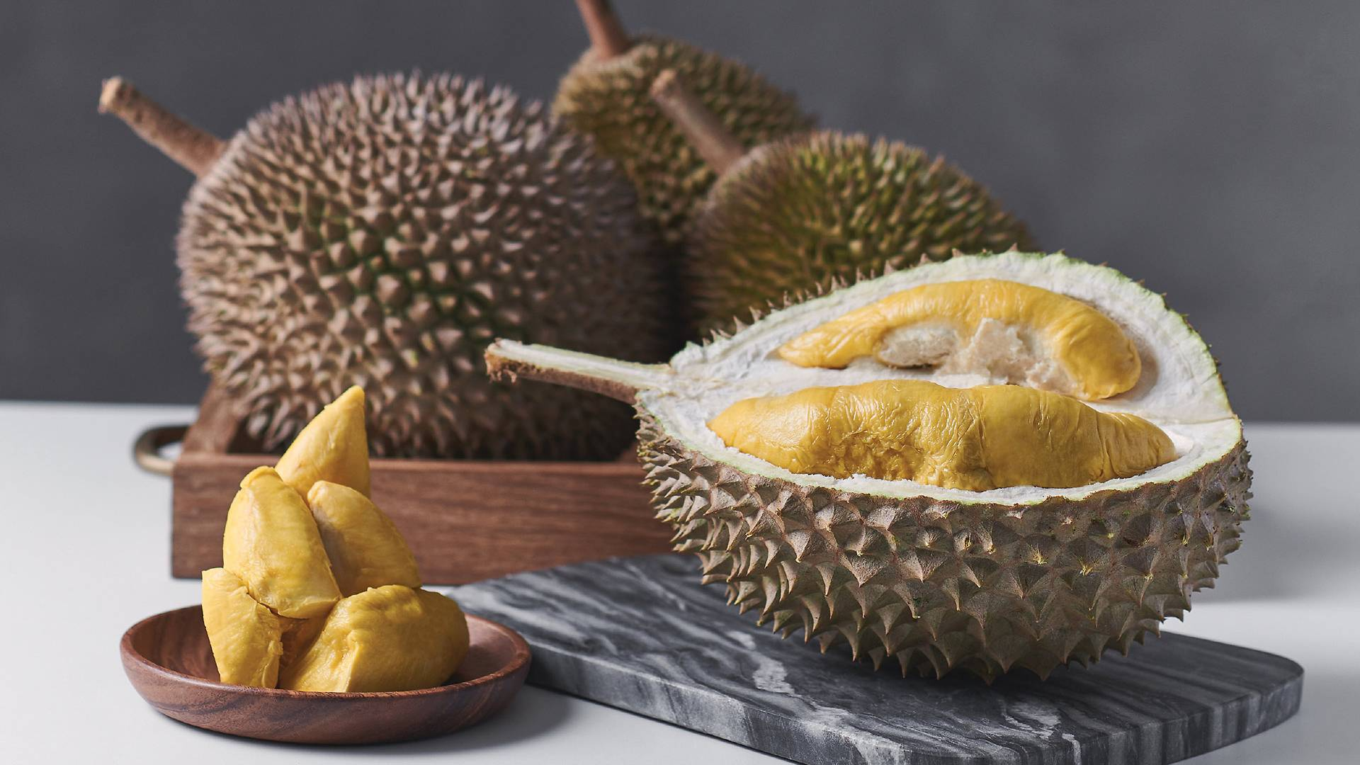 Фрукт дуриан — полезные свойства и вред, чем пахнет, как едят