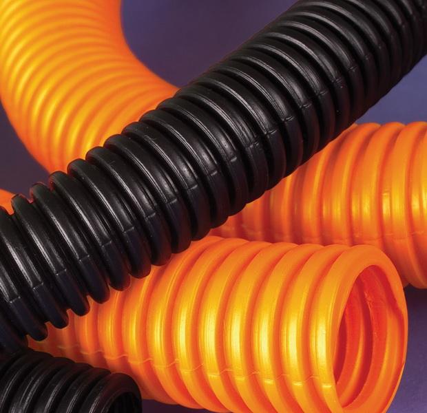 Нужно ли использовать гофру при прокладке электрических кабелей и проводов?