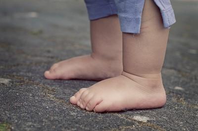 Как перерезать путы, чтобы ребенок начал ходить | уроки для мам