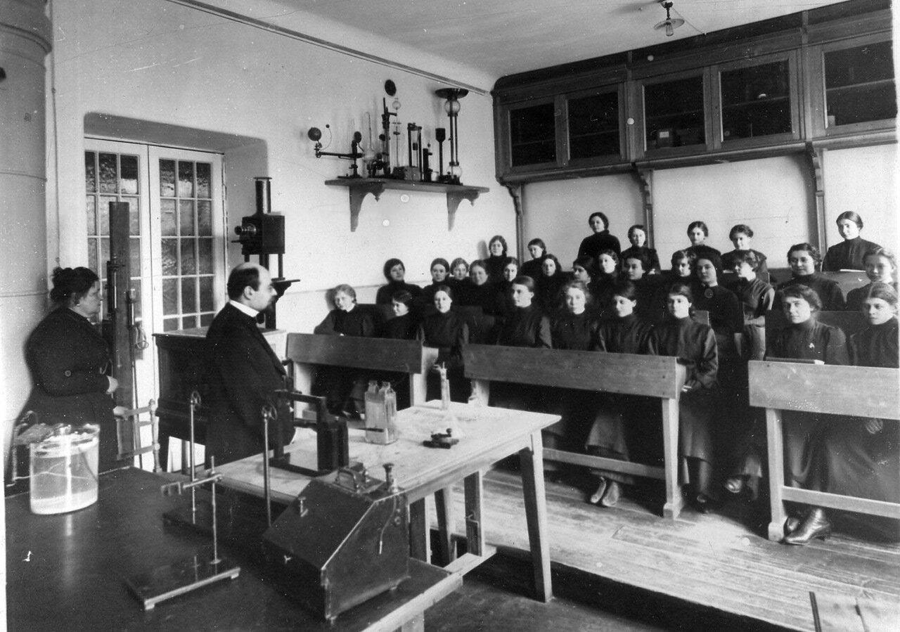 Женское образование