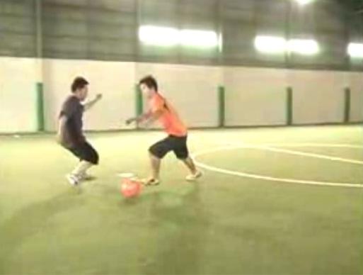 Техника обманных движений (финтов) в футболе – как научиться маневрам с мячом?