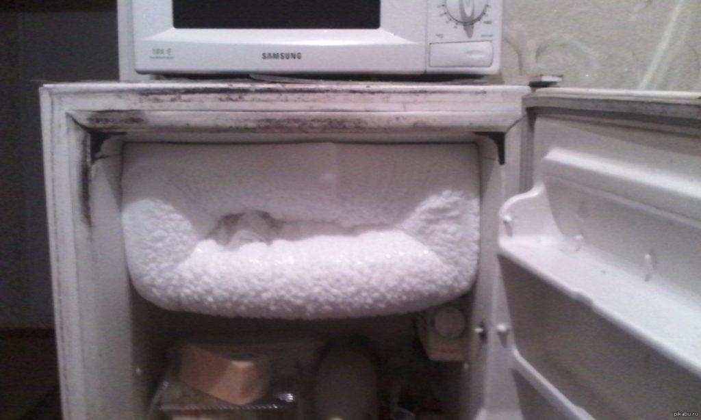 Принцип капельной системы разморозки холодильника