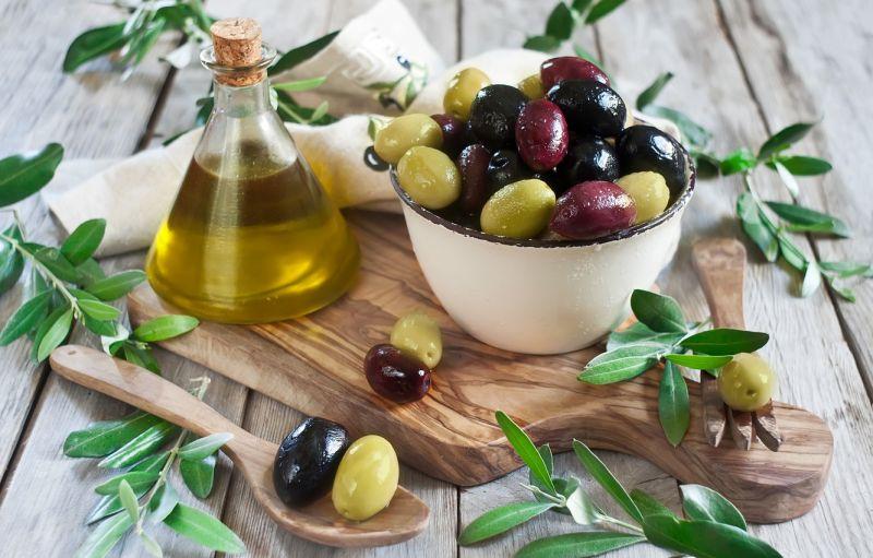Маслины и оливки, в чем разница между плодами и что полезнее