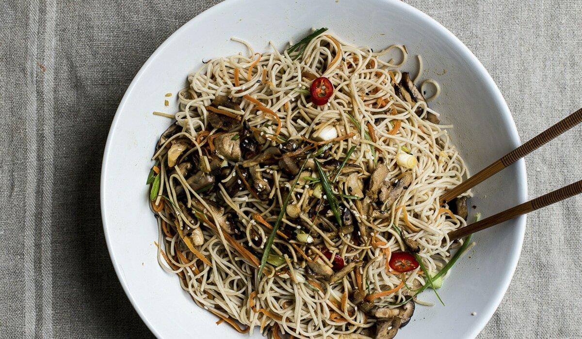 Соба с грибами и кунжутом – кулинарный рецепт