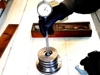 Измерение микрометрическим нутромером