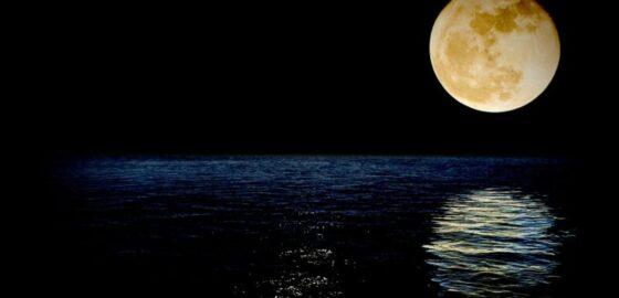 Когда наступит полнолуние в октябре 2020: точная дата и знак зодиака, особенности полнолуния, что астрологи рекомендуют избегать в этот день