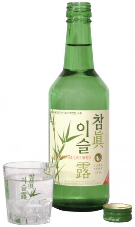 Соджу (корейская водка) - что это, сколько градусов, как и с чем пить