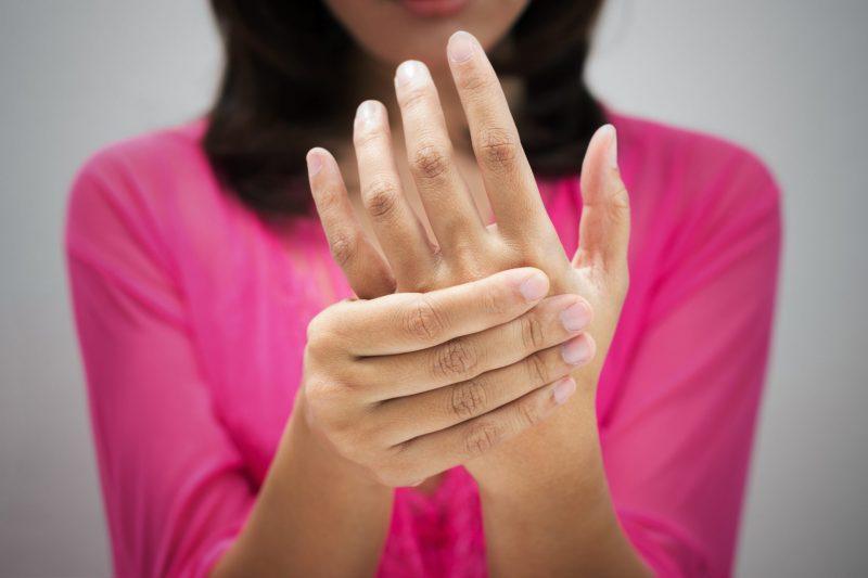 Парестезия конечностей: что это такое, симптомы и лечение гомеопатией