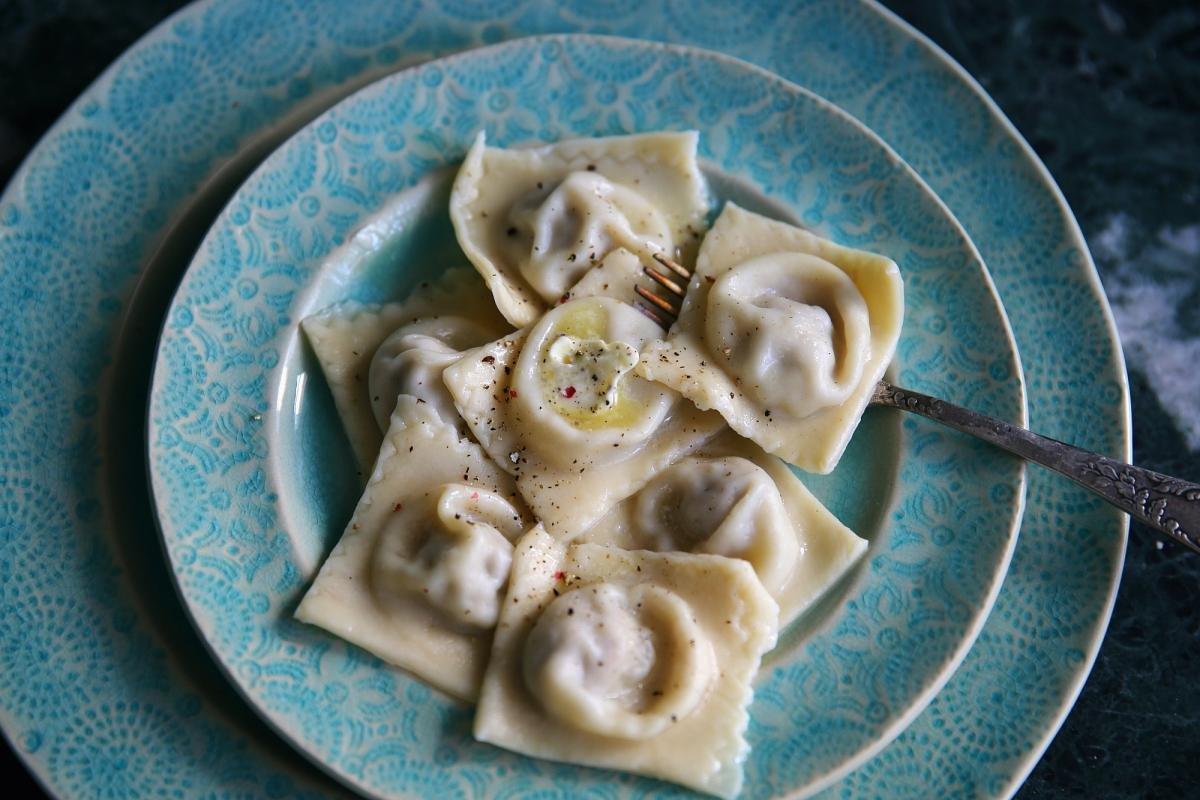 Тонкое тесто для равиоли и мантов – кулинарный рецепт