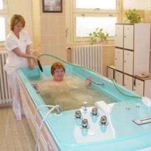 Радоновые ванны: польза и вред, показания и противопоказания к их приему, отзывы
