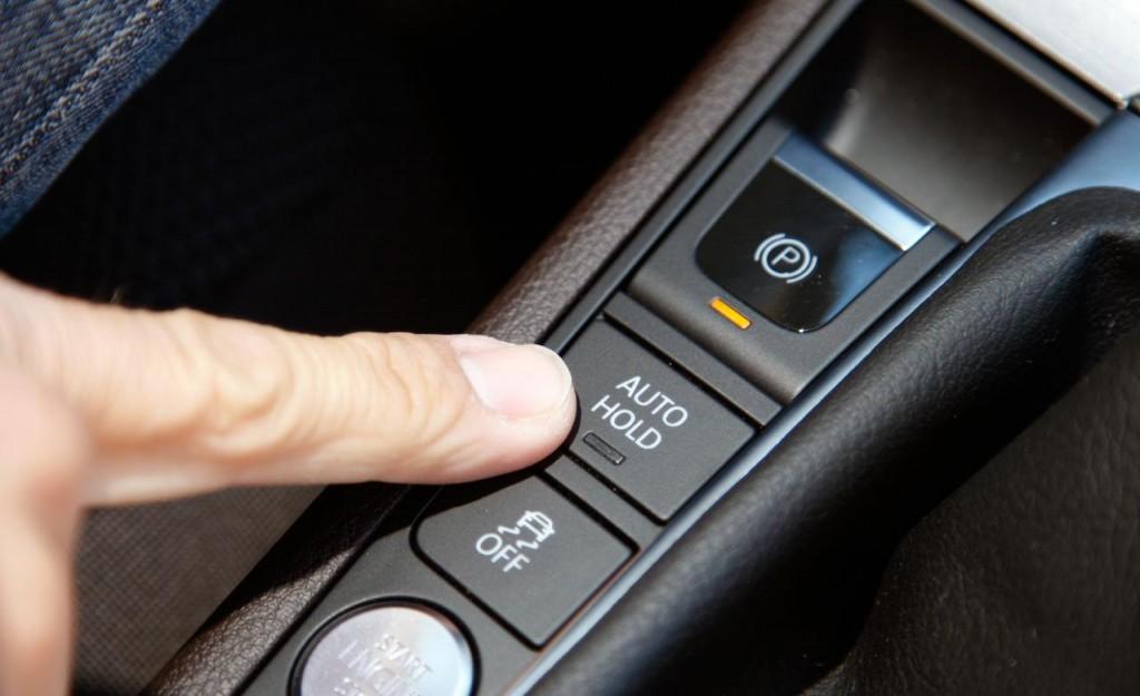 Что значит кнопка autohold и как ей пользоваться