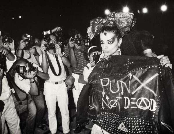 Завсё хорошее, против гомофобии исексизма: почему новый панк-рок отказался отагрессии иселфдестракта— икуда его это привело — нож