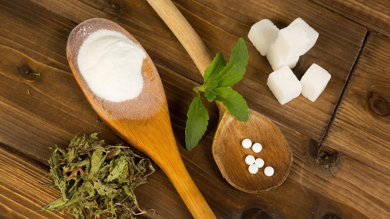 Стевия: польза и вред заменителя сахара, применение в кулинарии (в таблетках, экстрактом), лечебные свойства, противопоказания, калорийность