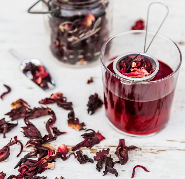 Чай каркаде — полезные свойства и противопоказания, в какое время пить и как заваривать для пользы женщинам и мужчинам, не вреден ли при беременности