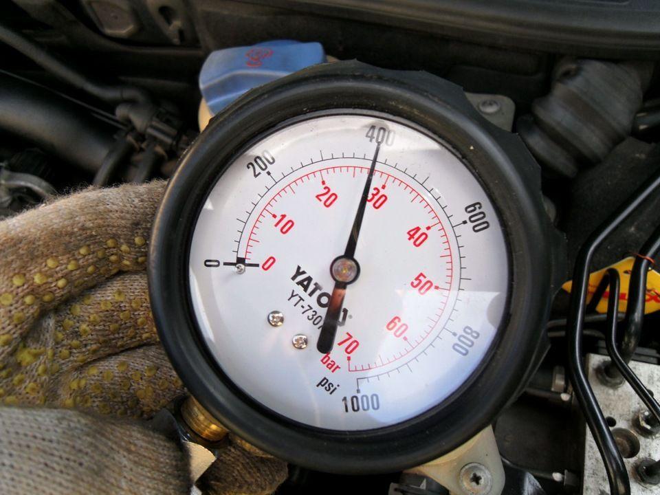 Как проверить компрессию в двигателе автомобиля своими руками?