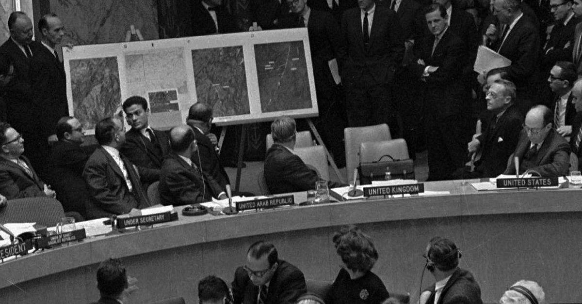 Холодная война: причины возникновения, начало, развитие, участники, итог