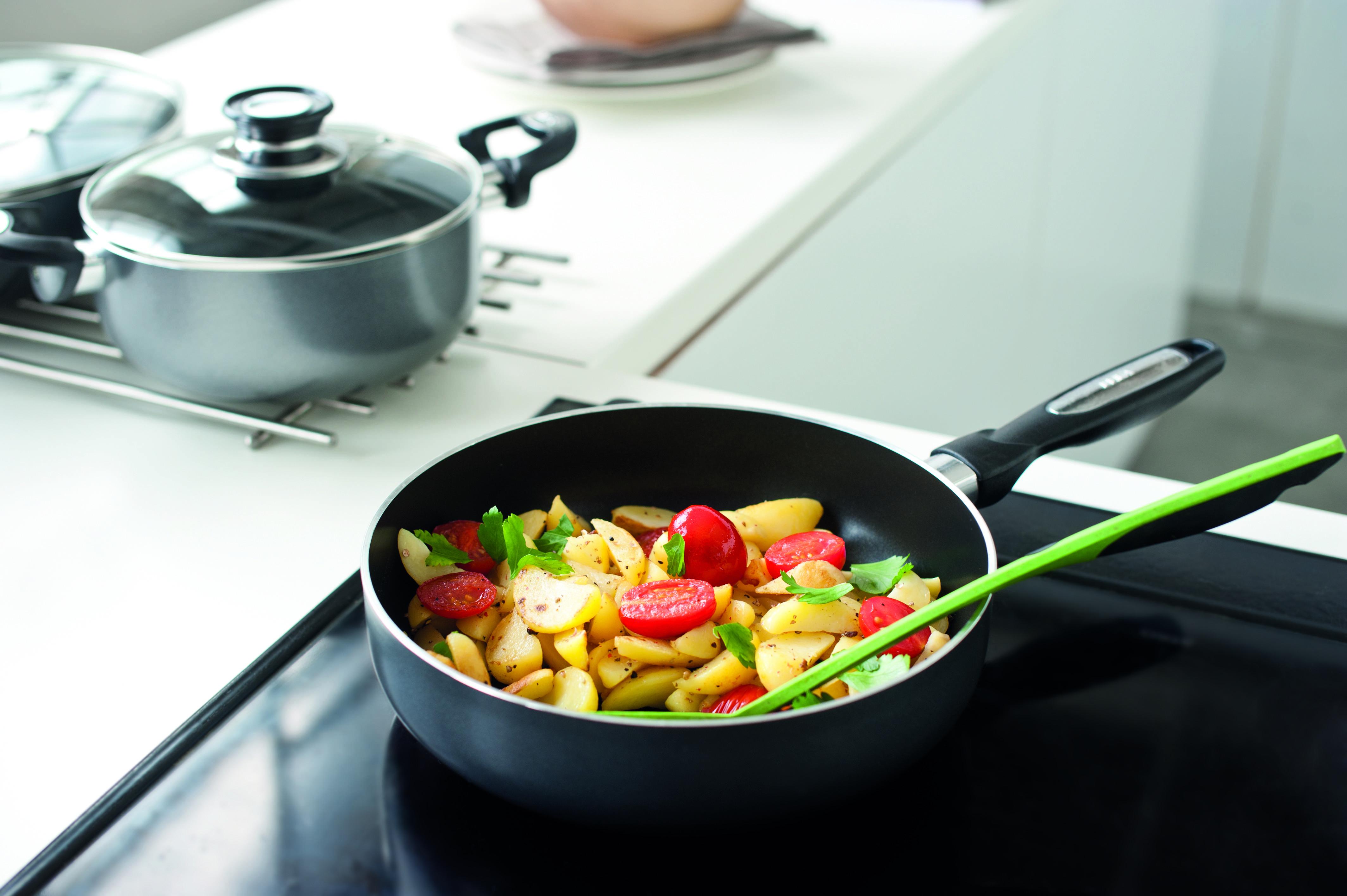 Чем сотейник отличается от сковородки и зачем он вообще нужен