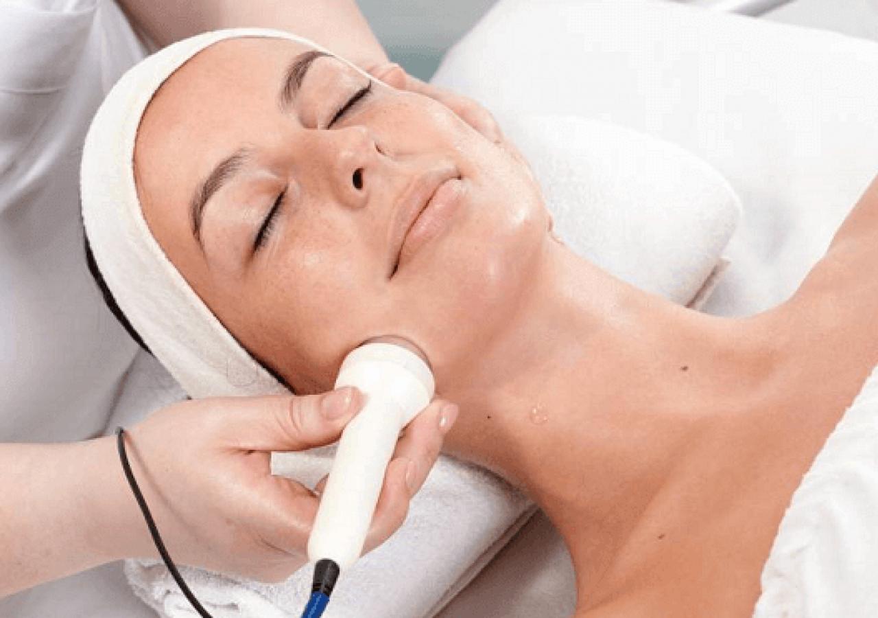 Чистка лица у косметолога (в салоне): фото до и после процедуры, виды, описание, отличия, зачем нужна, сколько времени занимает