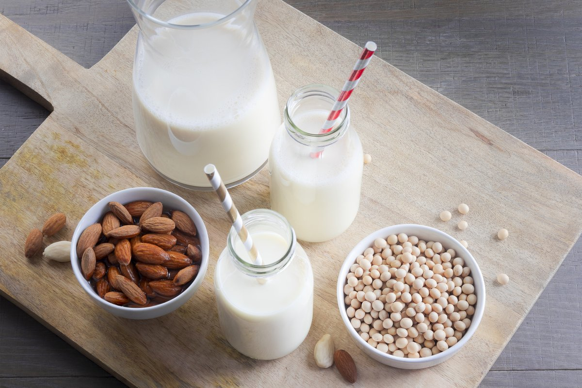 Чем полезно и вредно растительное молоко