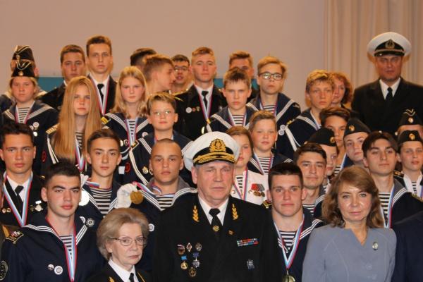 """Почему моряки кричат: """"полундра!""""? что значит """"полундра""""?"""