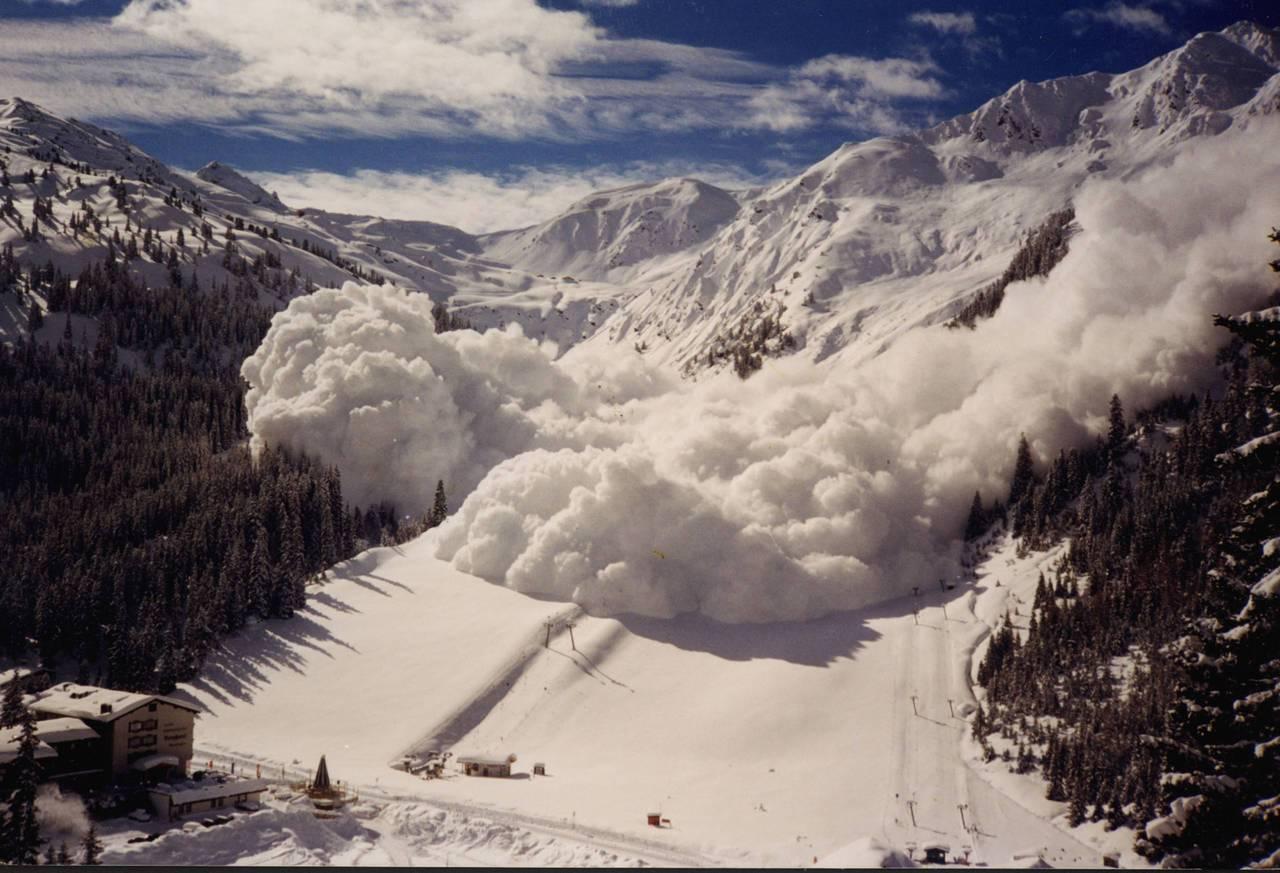 Снежные лавины. описание и фото. опасность, причины и виды