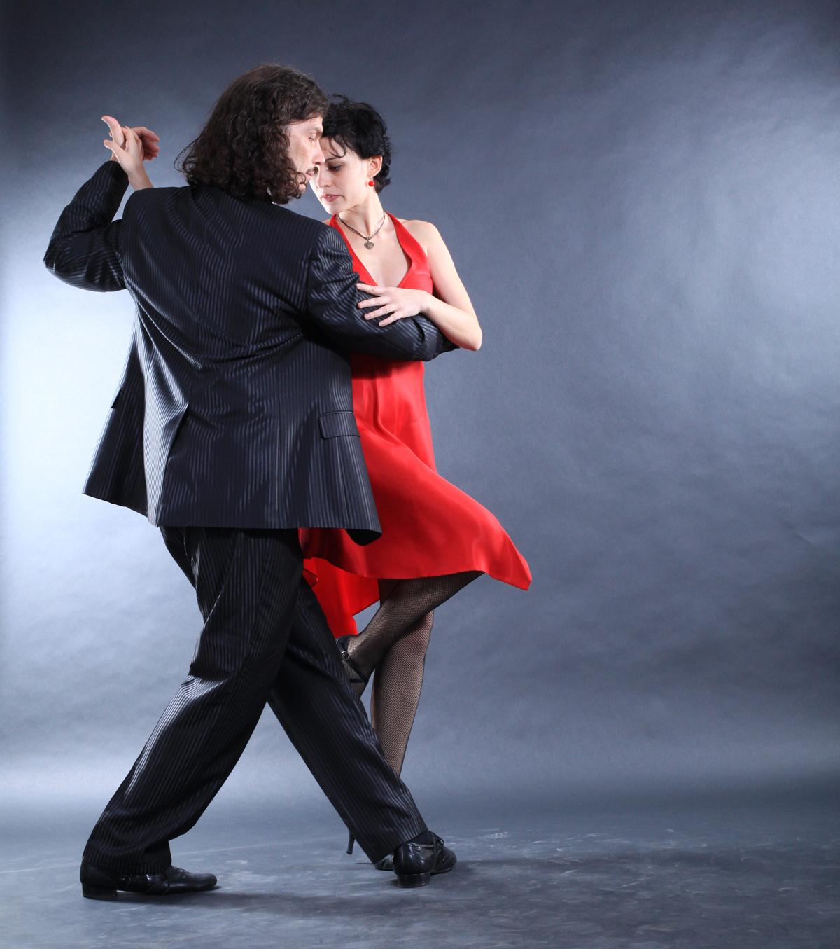 Мужчина и женщина в танго