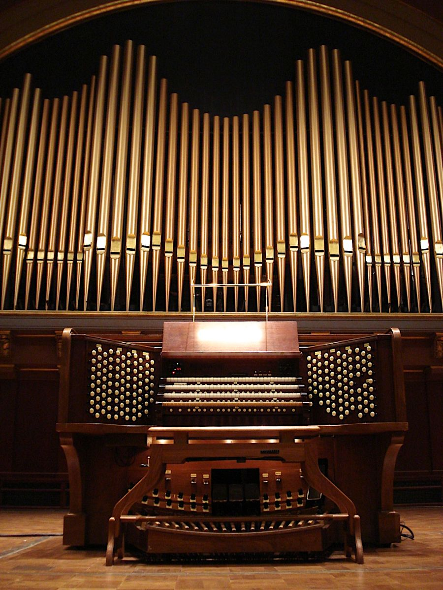 Музыкальный инструмент орган