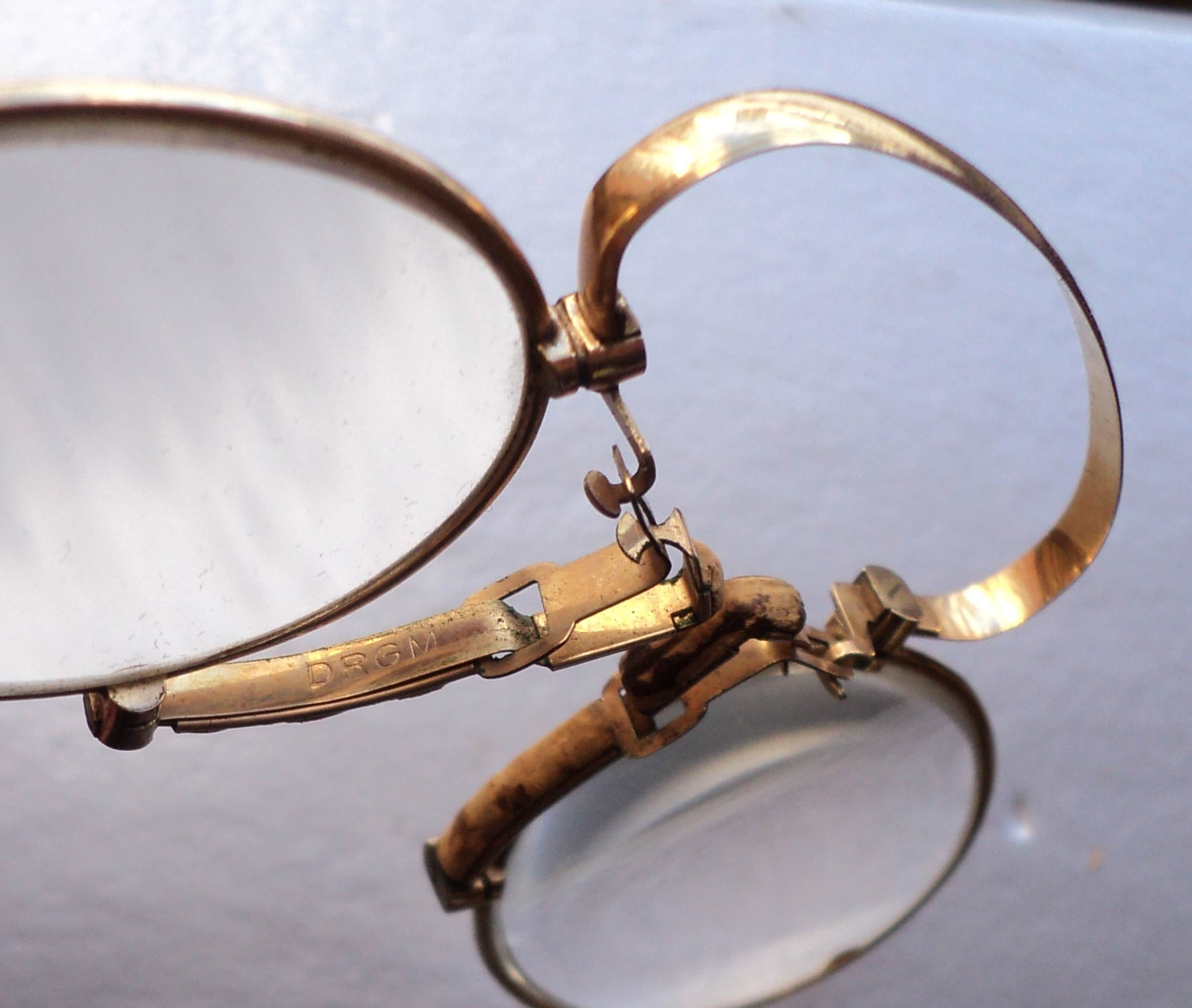 Пенсне в золотой оправе — википедия. что такое пенсне в золотой оправе