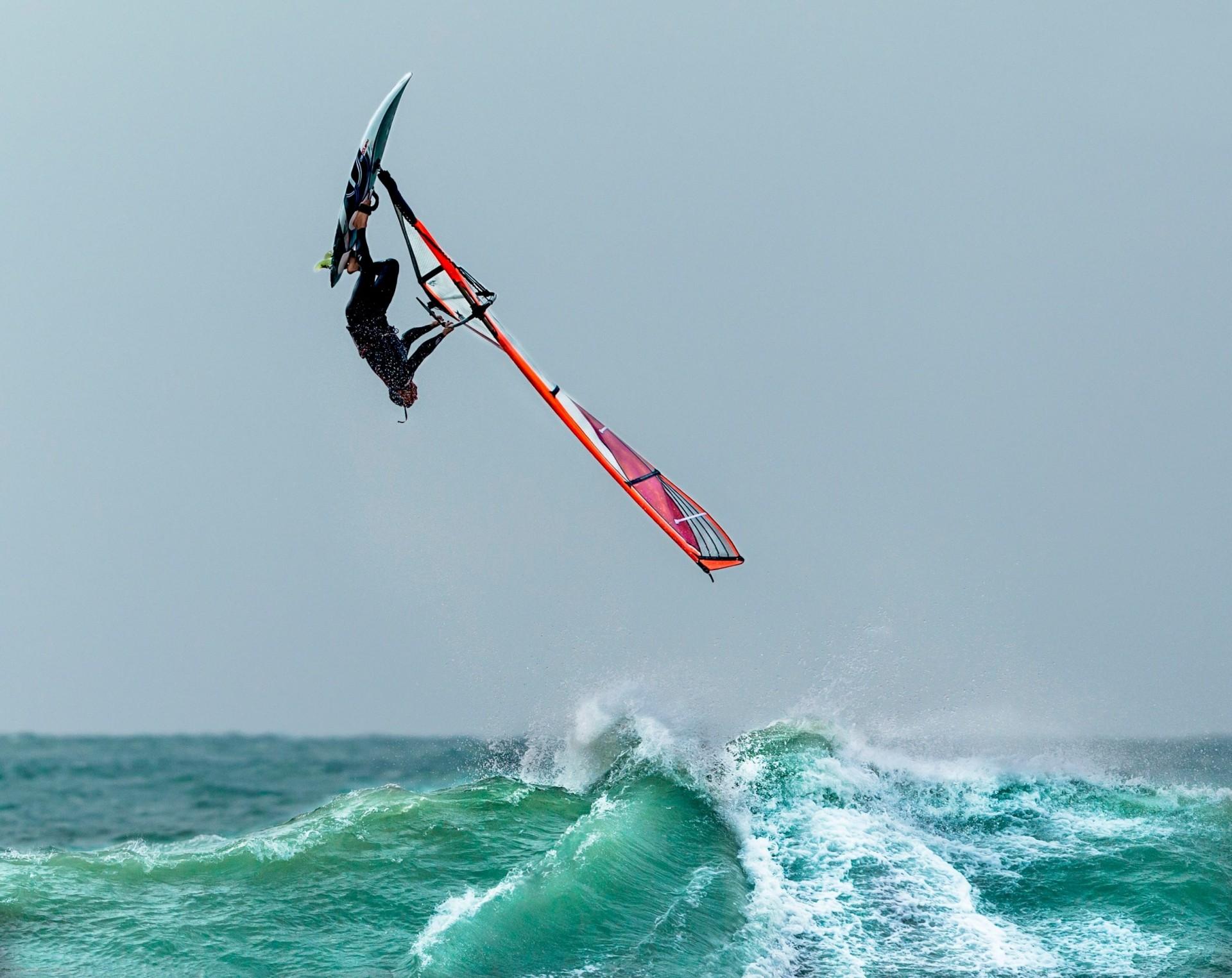 Виндсерфинг  - что это такое и отличия от серфинга и кайтсерфинга