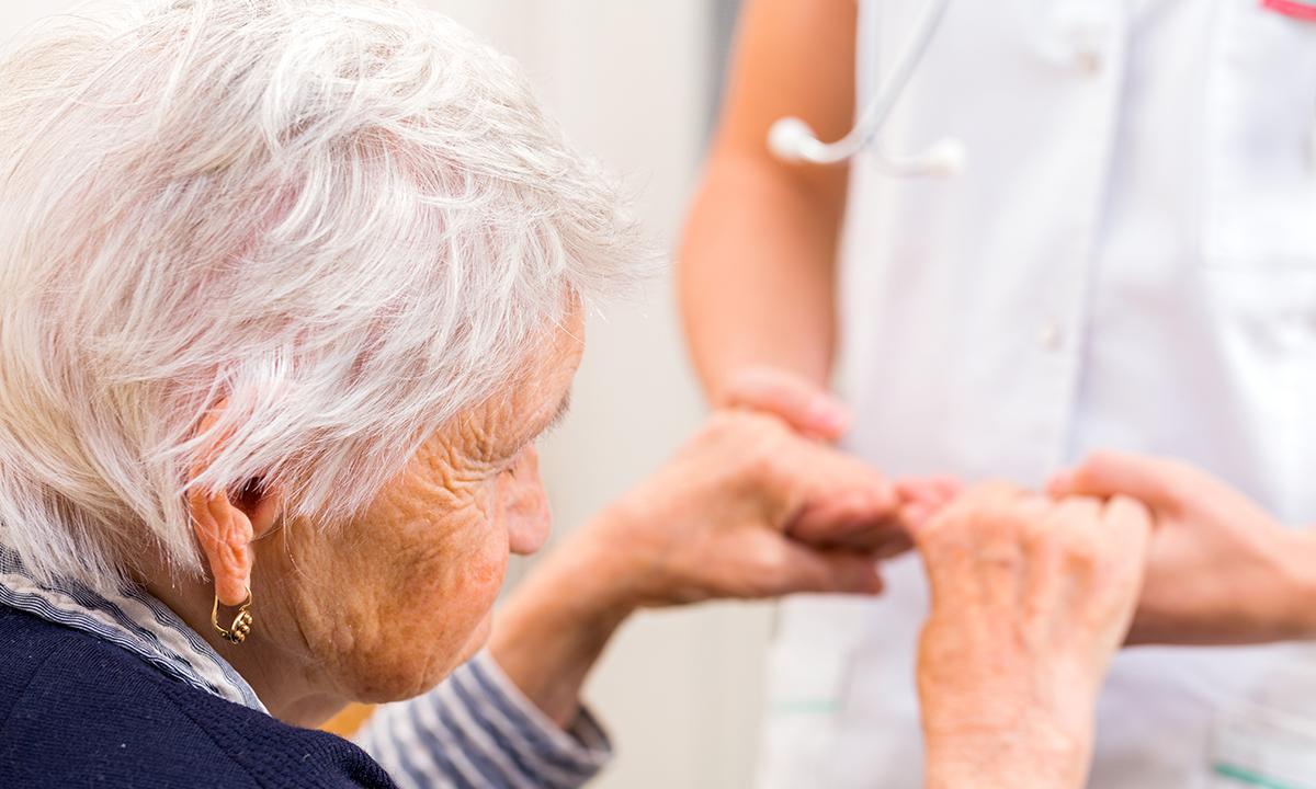 Старческое слабоумие: симптомы, методы лечения и длительность жизни