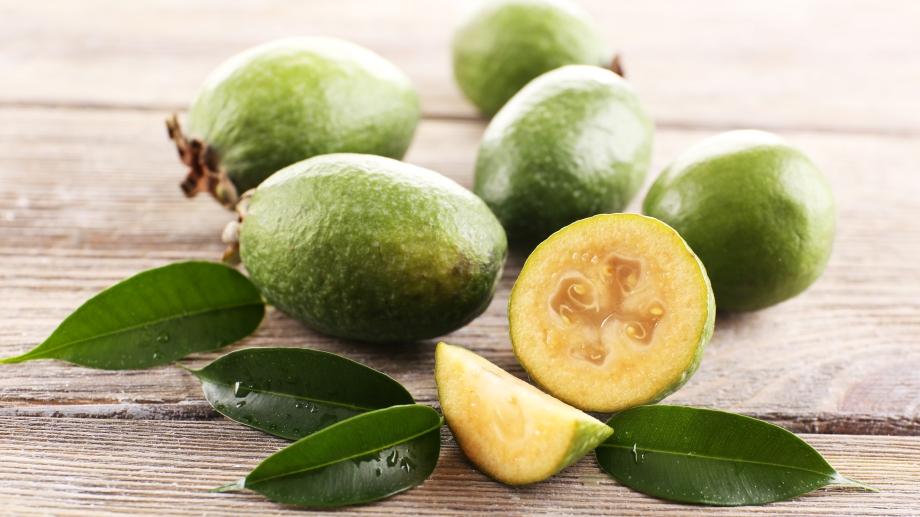 Фейхоа: польза и вред, как правильно есть плод