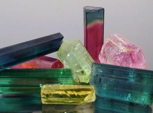 Что такое турмалин и в чем самые ценные свойства уникального электрического камня