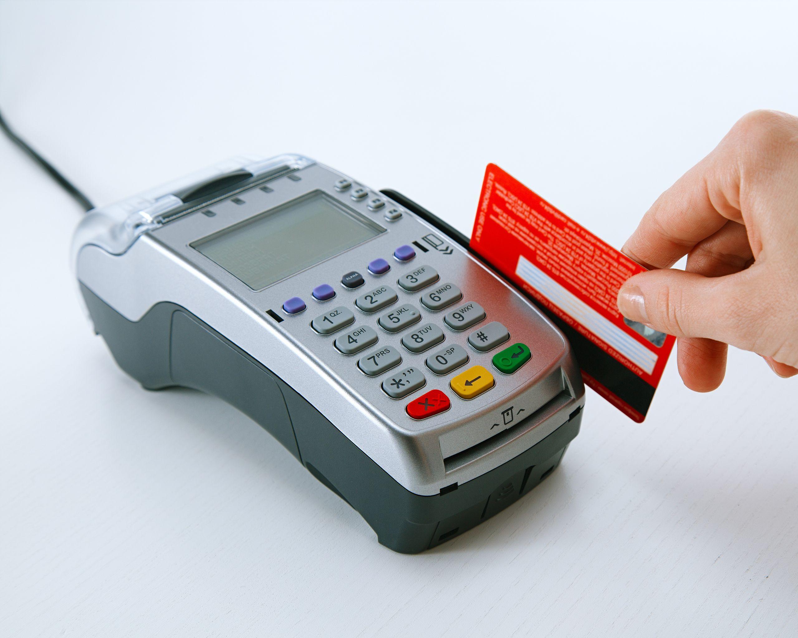 Что такое платёжный терминал. чем он отличается от банкомата?