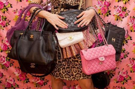 Что такое сумка кросс боди? как она выглядит? материалы, фурнитура, декорирование. виды сумочек. с чем ее носить?
