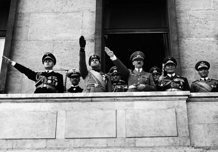 Что бы ни говорили, а зига - это нацистское приветствие :: syl.ru