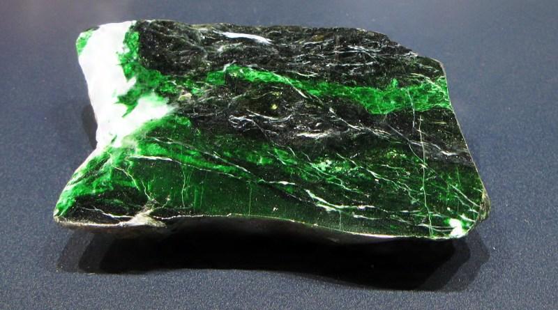 Нефрит – целебный камень