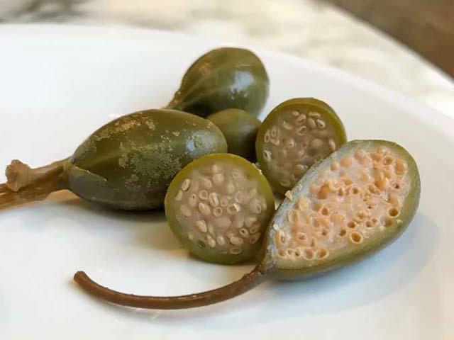 Каперсы. полезные свойства и лечение каперсами. каперсы в кулинарии: салат. как выбрать каперсы - вмоменте