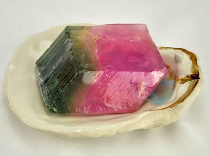 Камень турмалин: свойства и значение, кому подходит по знаку зодиака, виды и цвета камня, турмалиновые изделия и украшения, имитация и отличия от подделки