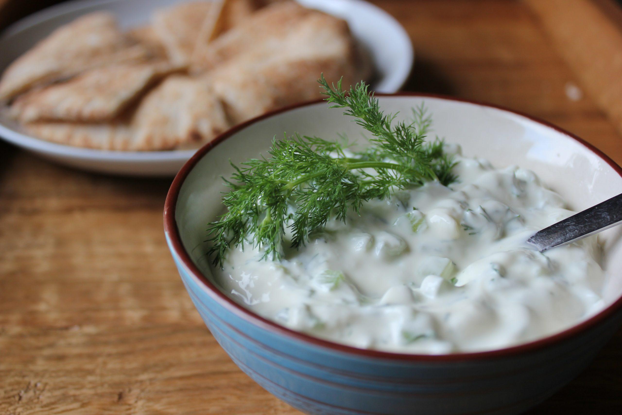Греческий йогурт с чем есть и как приготовить самостоятельно