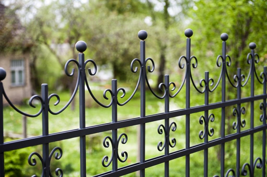 Забор и ограда – в чем отличие, и какие конкретно бывают - блог о ремонте