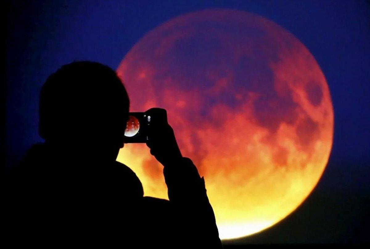 Почему луна бывает красная? причины, фото и видео