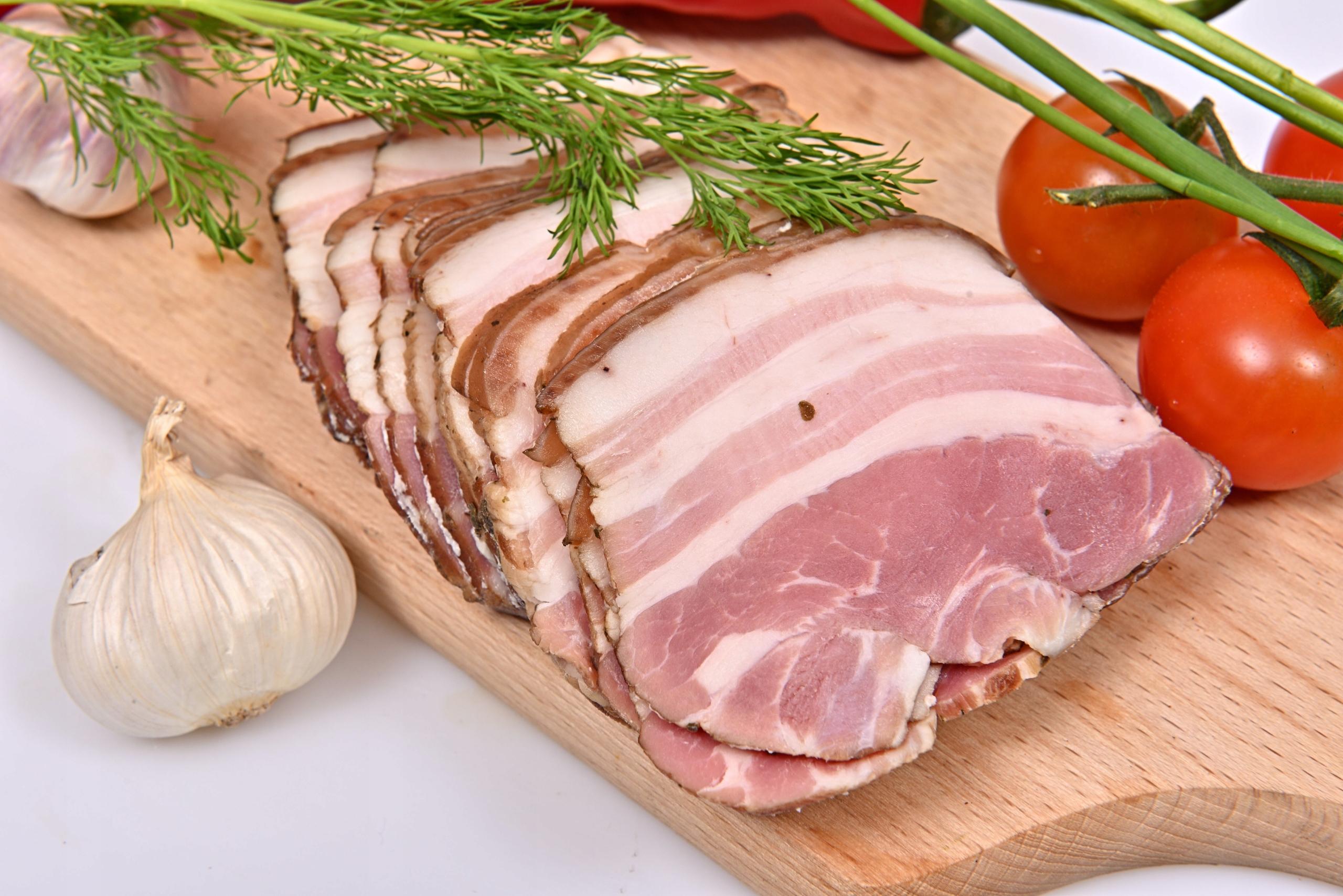 Ребята подскажите какая часть у свиной туши является беконом?