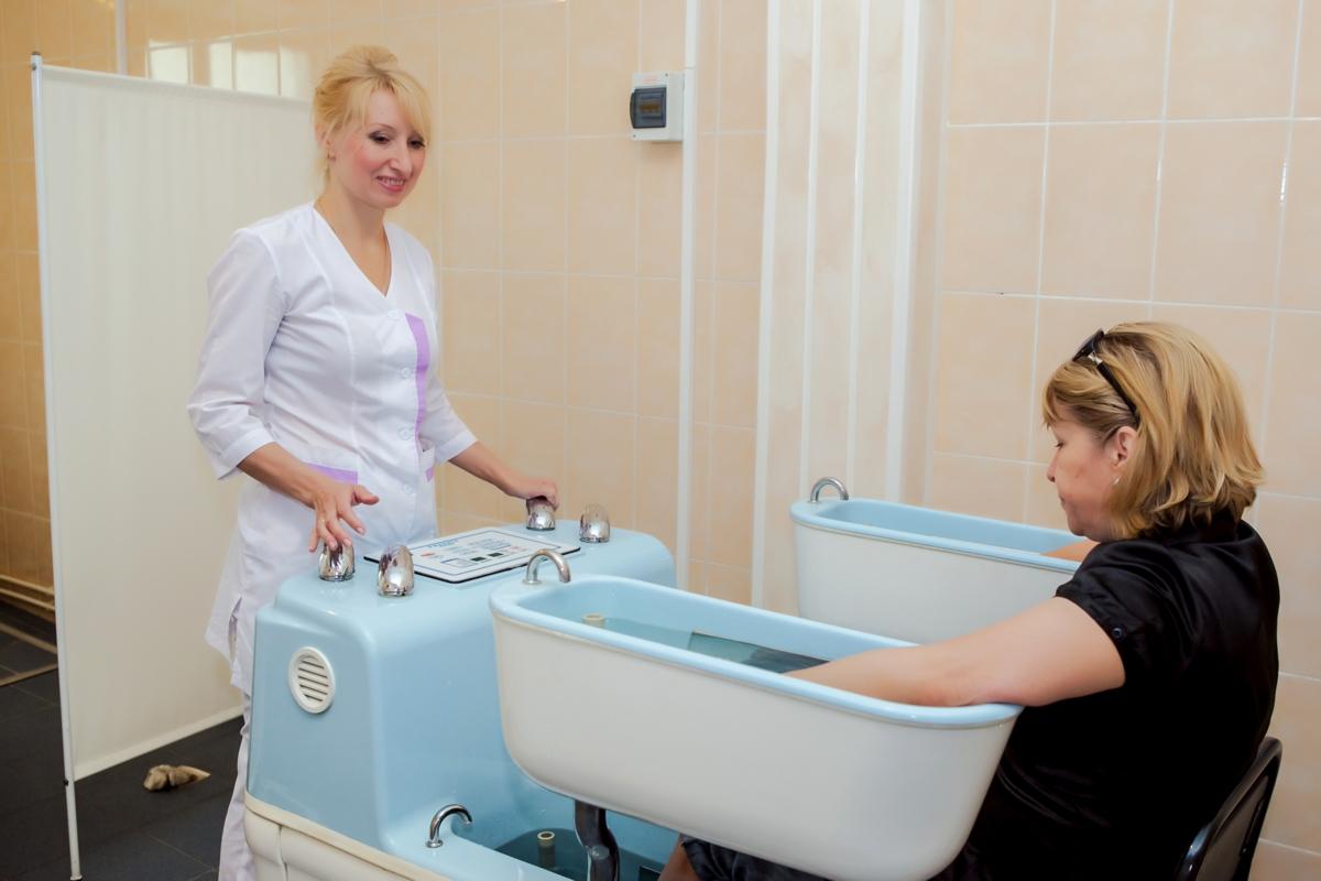 Врач-физиотерапевт: что лечит и какие применяет методы