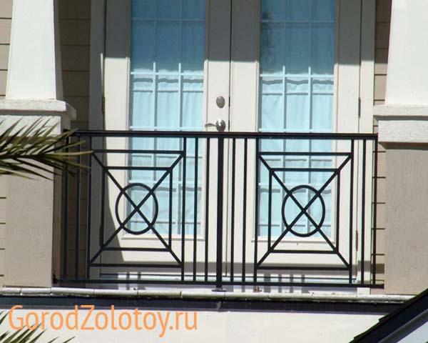 Французский балкон в частном доме: что это такое