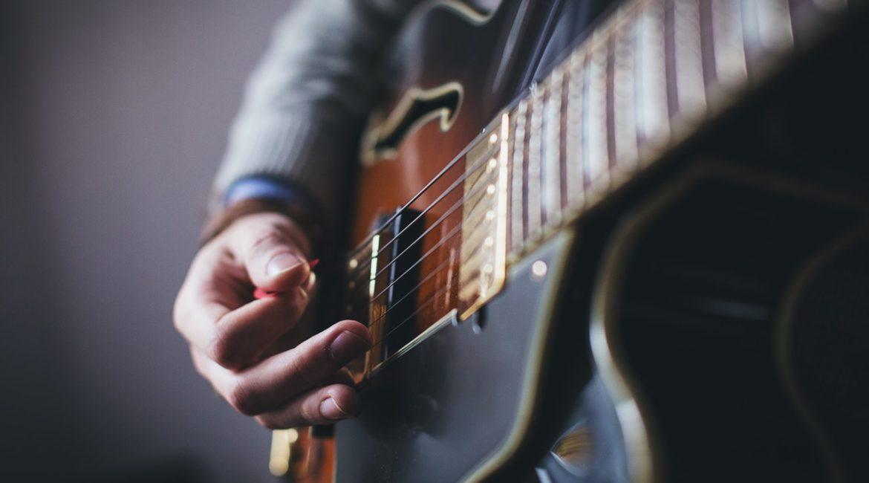 Медиаторы для гитар: их виды и отличия, какой выбрать, как играть