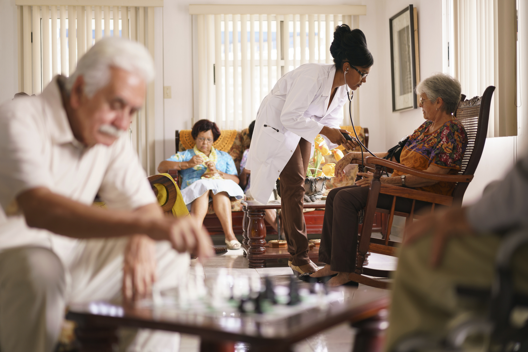 Наука геронтология: как и почему стареет человек
