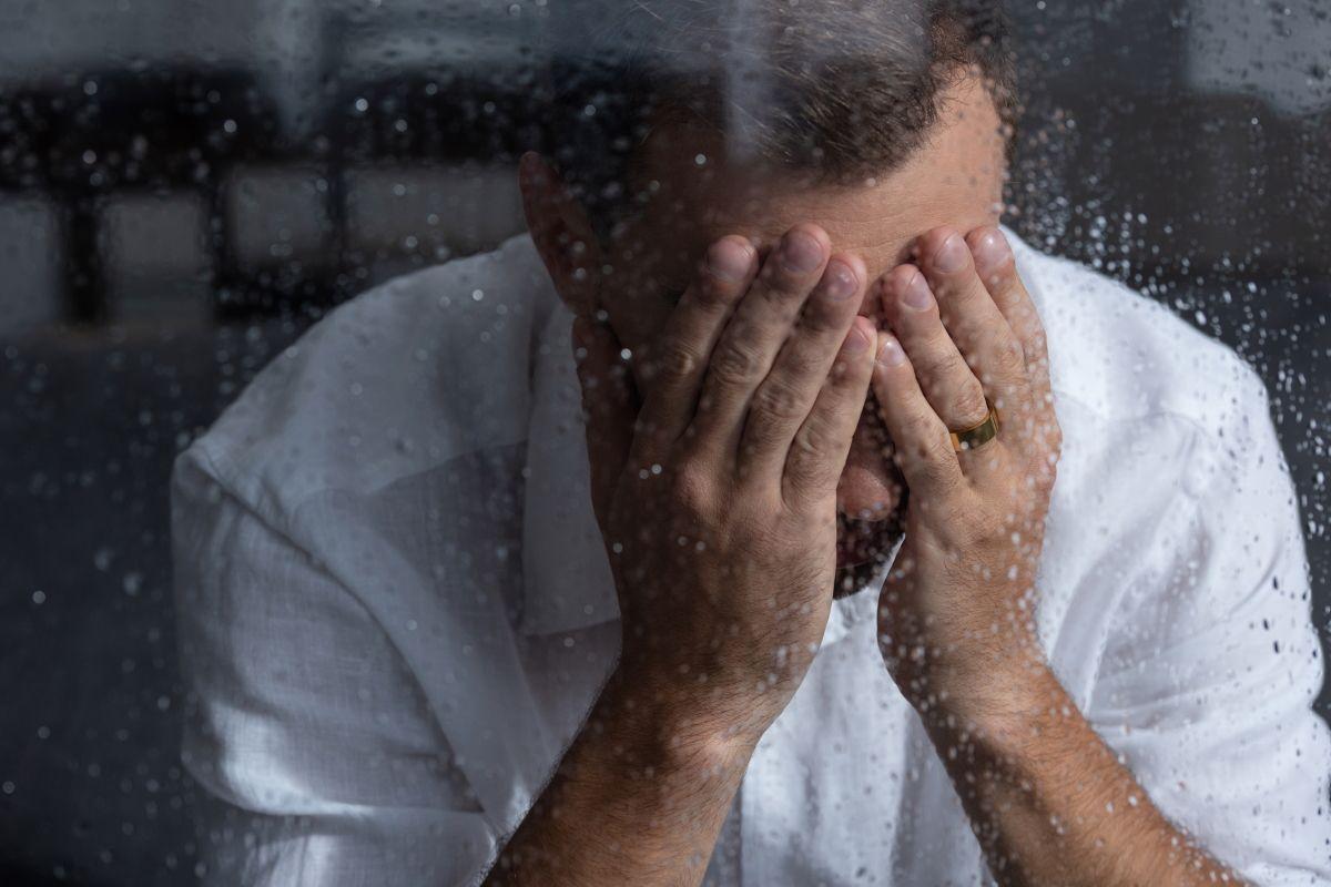 Жалость: польза или вред для отношений? как правильно жалеть?